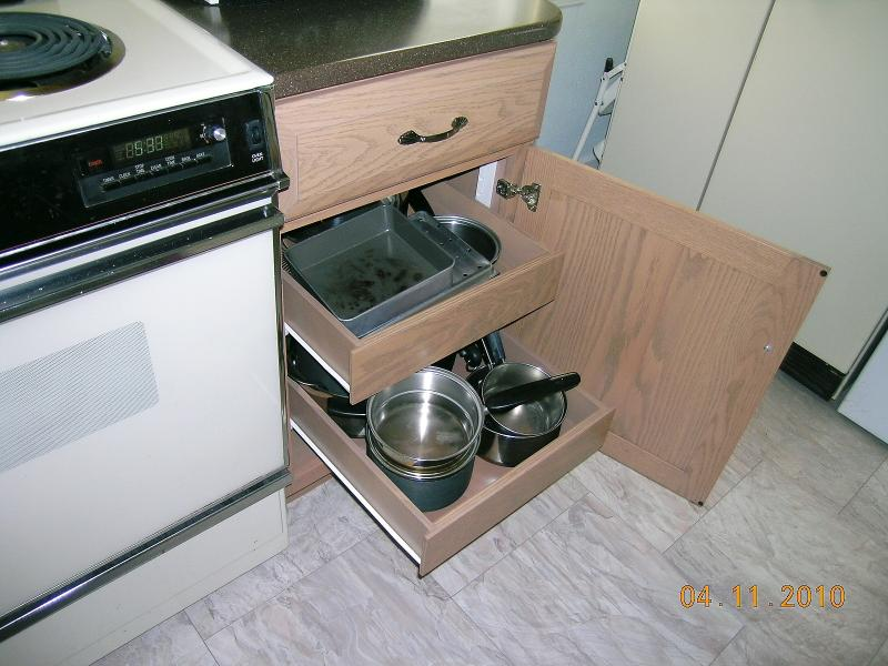 Pull outs for easy access to the pots and pans.